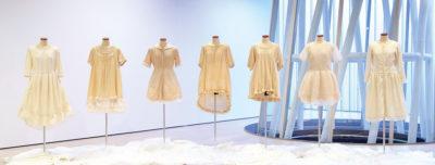 鈴木 真奈美 ― 「さよなら、わたしの長い夢。」染織 / 染色・洋裁・インスタレーション